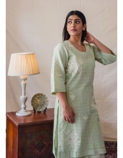 Green self checkered Kurta Set with Floral Embroidery