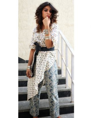 Floral Printed Hem Kurta with Pants and Denim Belt