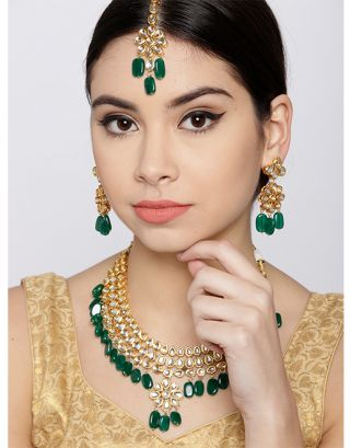 Emerald Golden Kundan Necklace Set with Maang Tikka