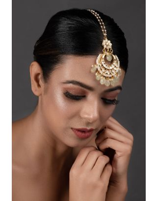Cream Gold Toned Kundan Mang Tika