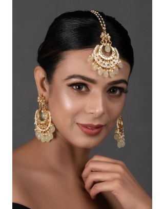 Cream Gold Toned Kundan Mang Tika with Chanbali