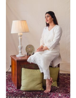 Off-white Kurta Set with Begonia patchwork embroidery