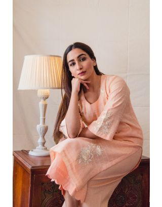 Peach self checkered Kurta Set with Floral Embroidery