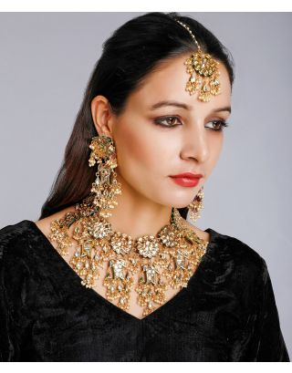 Golden Kundan Set With Maang Tikka